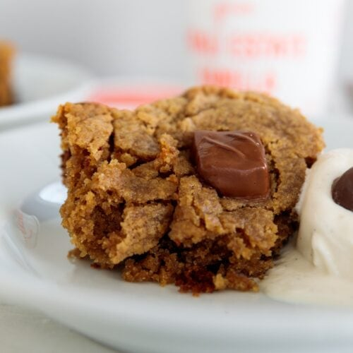 Slow Cooker Peanut Butter + Chocolate Candy Cake | Wyse Guide